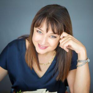 "<a target=""_blank"" href=""https://www.facebook.com/lubninal"">Лариса Лубнина</a>"